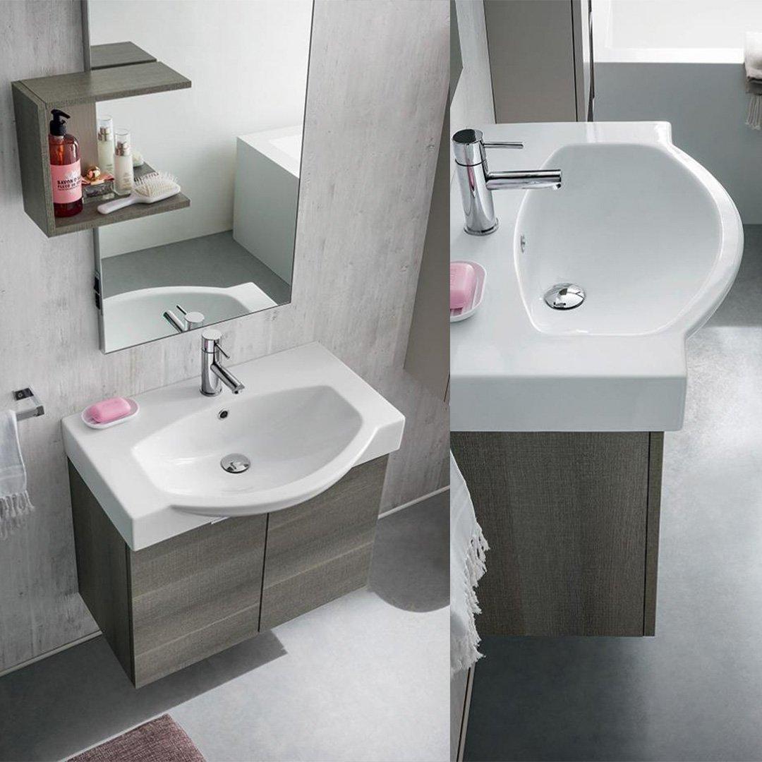Composizione completa di base ( L70 x P35 x H50 cm) con due ante a rientro ammortizzato e ripiani giorno, lavabo in ceramica bianco lucido (P max 49 cm), specchiera con lampada (50 x 100 cm) e mensola per specchiera.