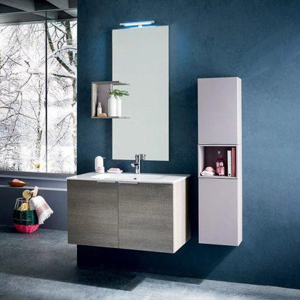 Composizione con base ( L85 X P50 X H50 cm) con due ante e ripiani giorno, lavabo integrato in Geacryl bianco lucido, specchiera con lampada LED (50 X 80 cm) e mensola per specchiera.