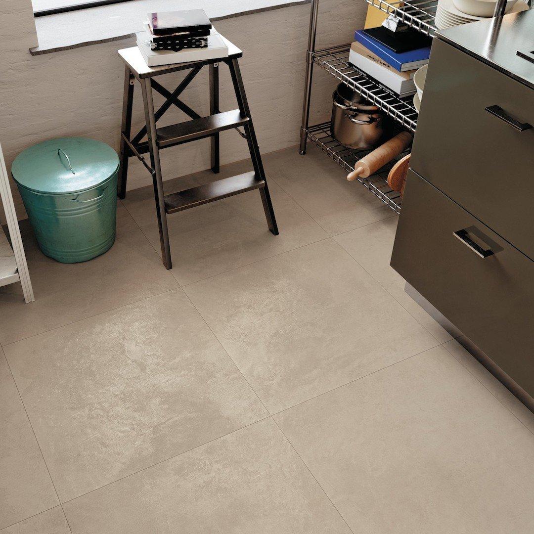 Pavimento in gres porcellanato color sabbia 60x60