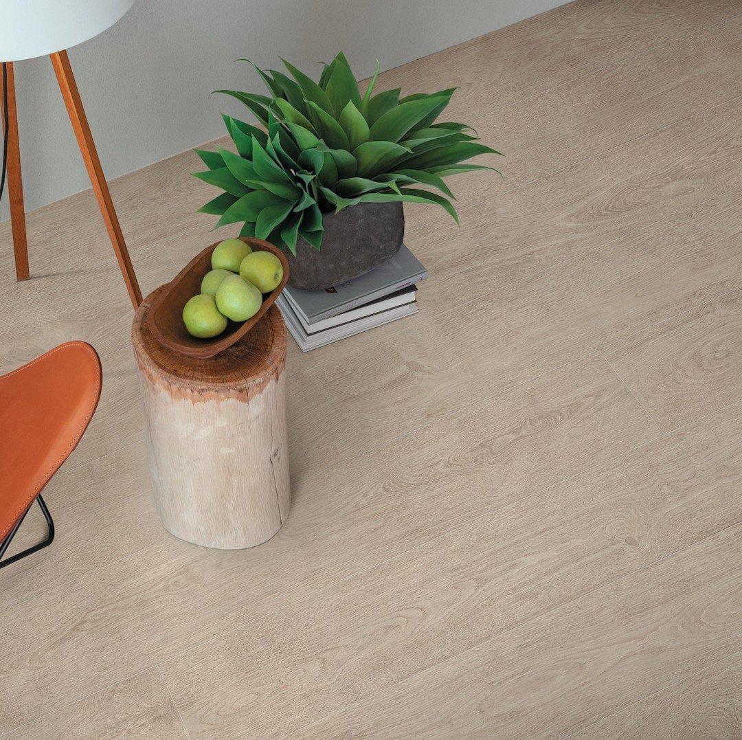 pavimento effetto legno chiaro rovere